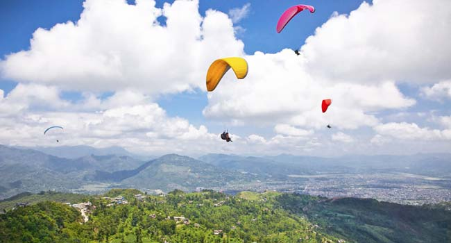 Bir Billing is the best place to enjoy Paragliding in North India.
