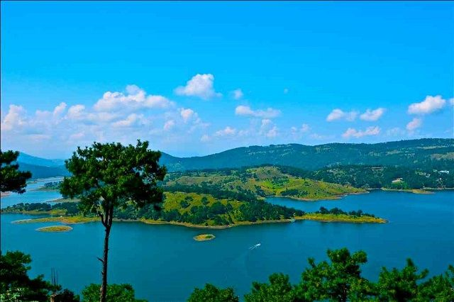 Umium Lake, Shillong: Honeymoon Destinations in North East India