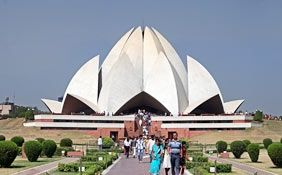 essay on lotus temple in hindi