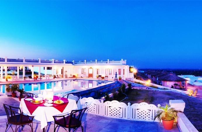 Dining & Swiming pool