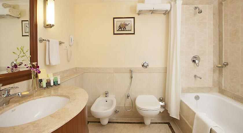 bathroom-accord-metropolitan-hotel-chennai