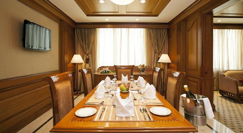 dining2-accord-metropolitan-hotel-chennai