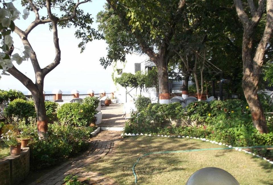 ahilya-fort-garden-view