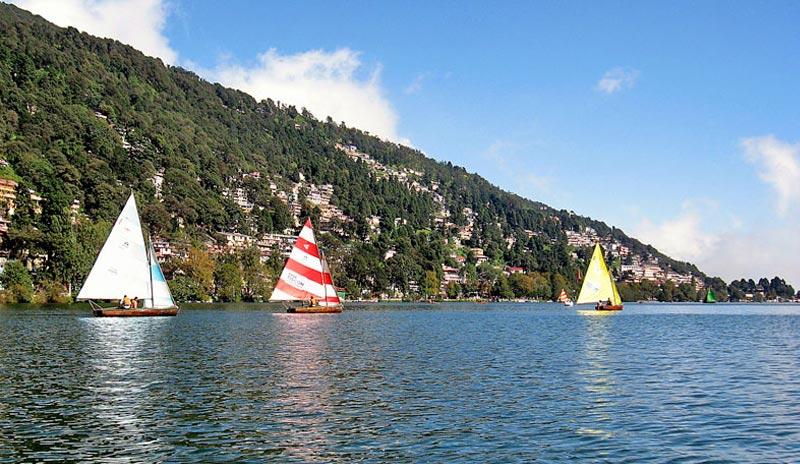 Yatch-on-the-Naini-Lake