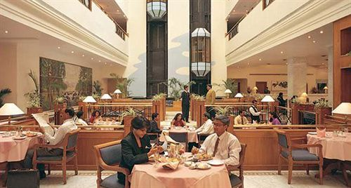 Dining in Capitol Hotel
