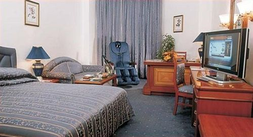 Royale Room in Capitol Hotel