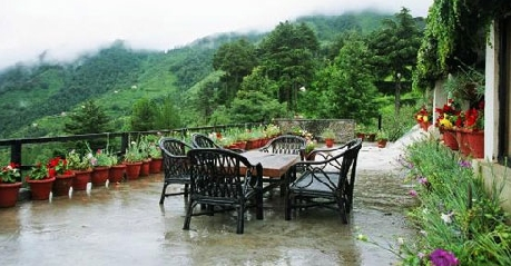 Dining in Cedar Lodge Nainital