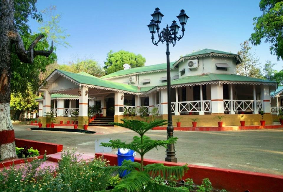 champak-bungalow-pachamarhi-front-view
