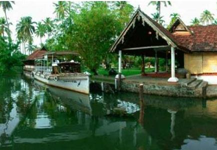 houseboat in Coconut Lagoon In Kumarakom