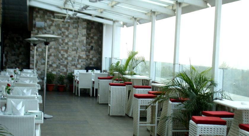 Dining in Hotel Comfort Inn