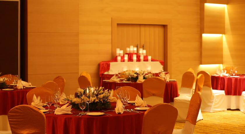 Dining3 Country Inn And Suites By Carlson Mysore
