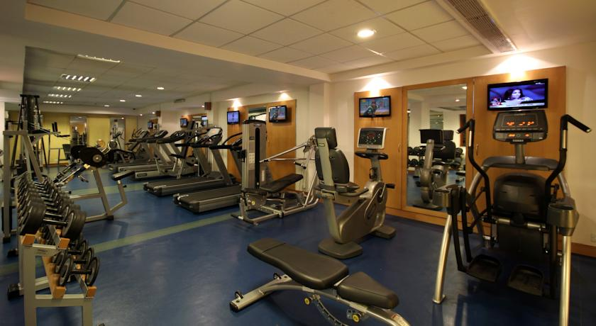 Gym in Hotel Country Inn & Suites