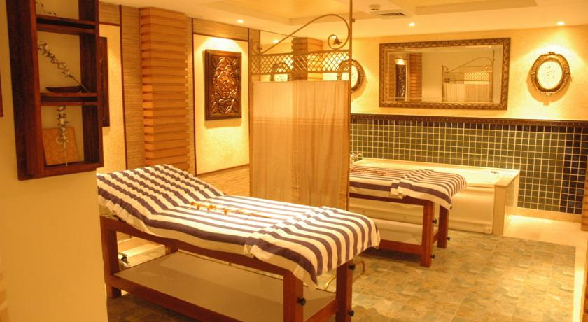 Spa in Hotel Country Inn & Suites