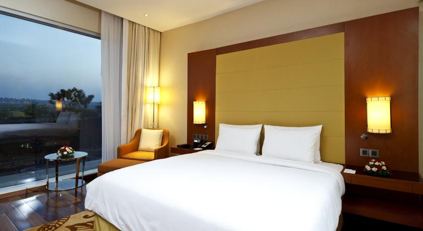 Bedroom in Courtyard By Marriot Kochi Airport