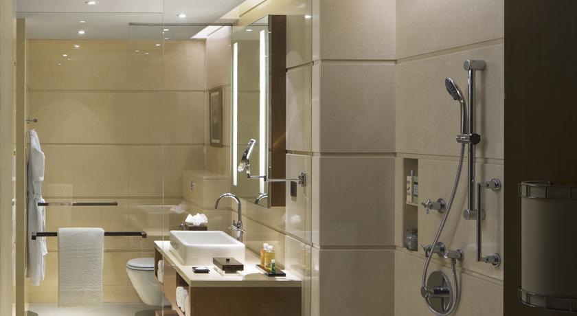 Bathroom in Courtyard By Marriot Kochi Airport