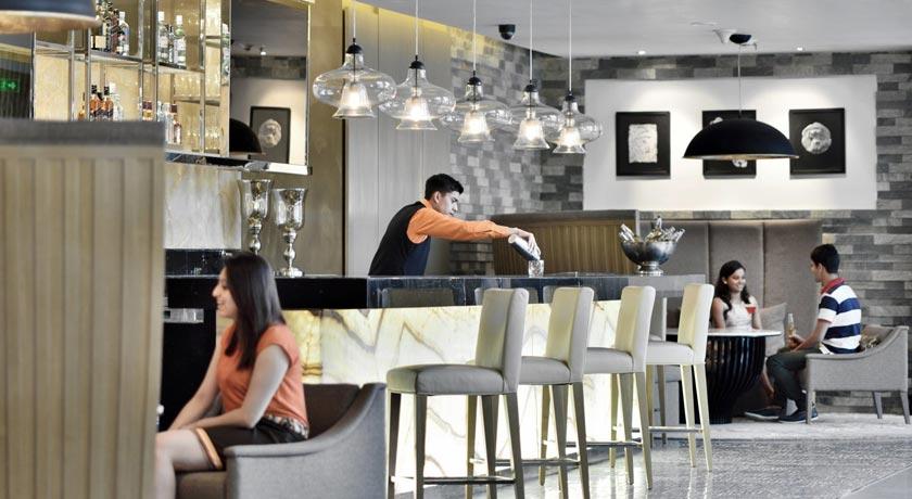 bar-Courtyard-Marriott-Agra