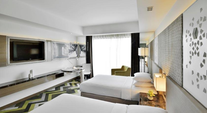 deluxe-room-Courtyard-Marriott-Agra