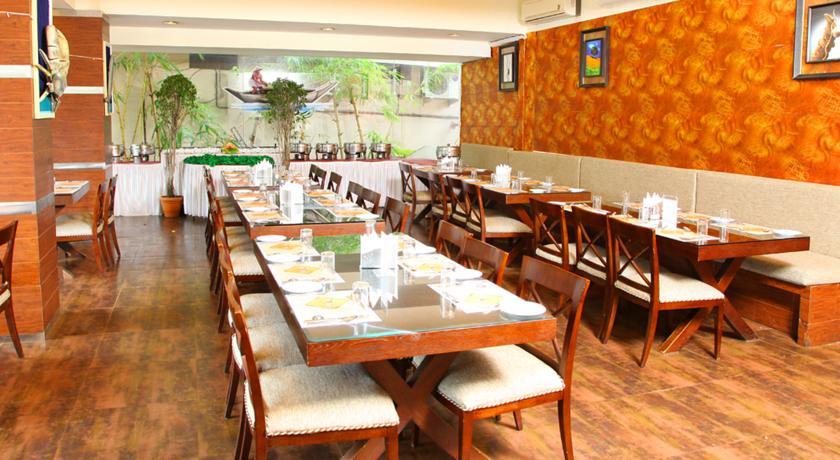 Dining in Deshadan Plaza Kochi