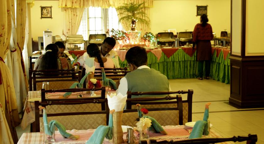 Dining2 in Eastend Munnar