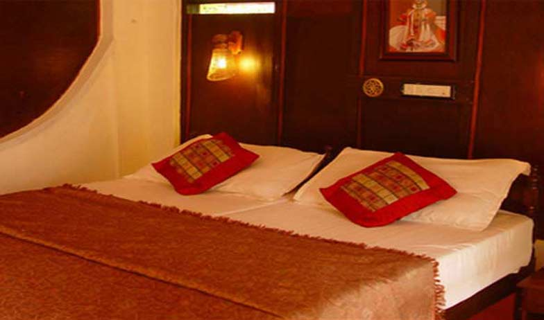 Suite in Emerald Isle Heritage Villa