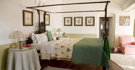 Bedrooom in Hotel Glenburn Tea Estate