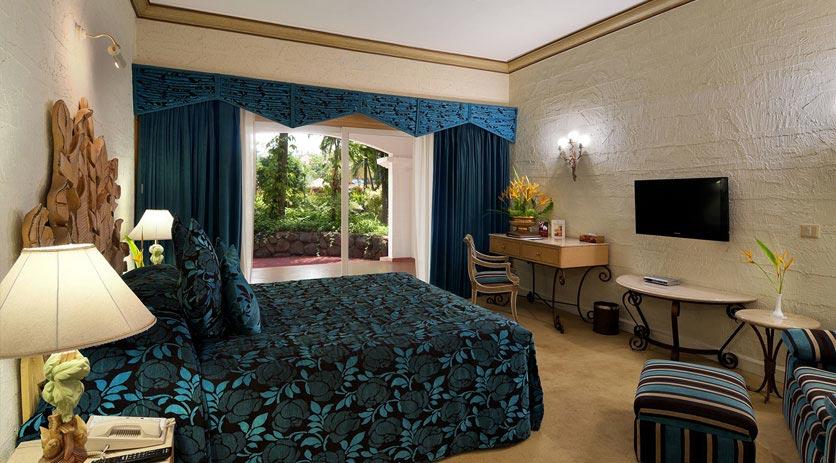 Deluxe-Suites-in-Golden-Palms-Resort-&-Spa