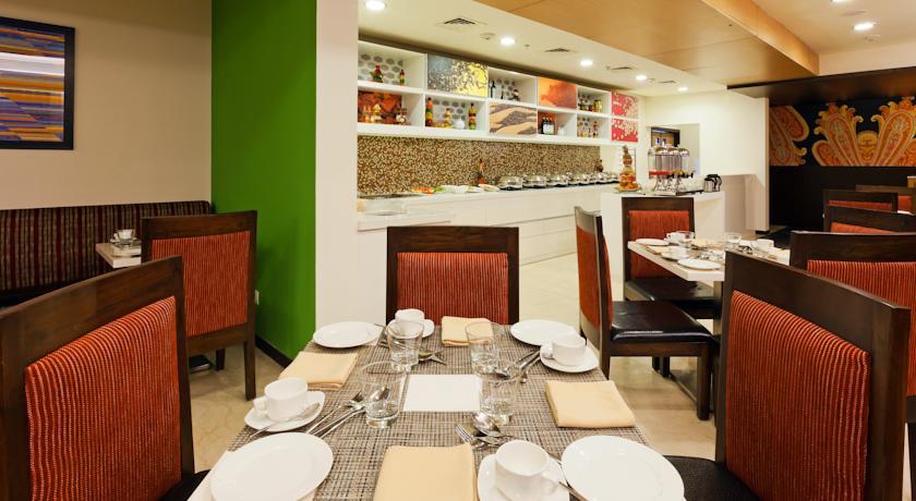 Dining in Hampton By Hilton Vadodara Alkapuri