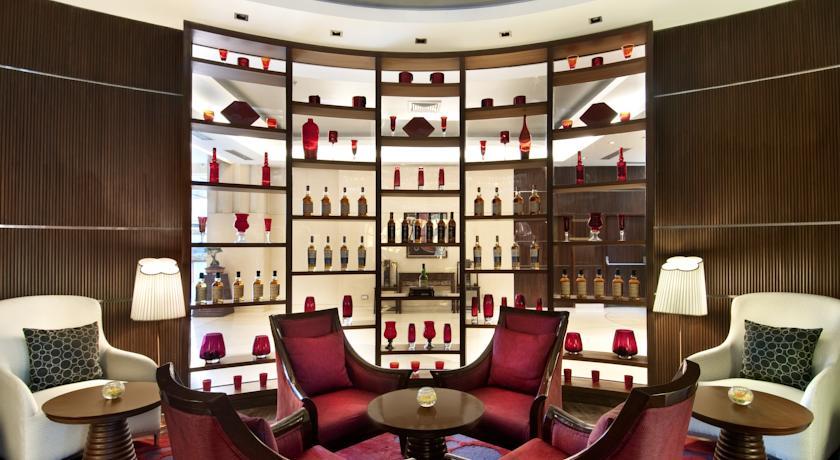 Bar in Hotel Piccadily Janakpuri