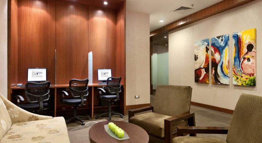 Suite in Hotel Piccadily Janakpuri