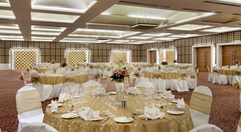 Dining in Hotel Piccadily Janakpuri