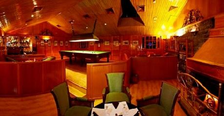 Pool & Dining in Hotel Holiday Inn Manali