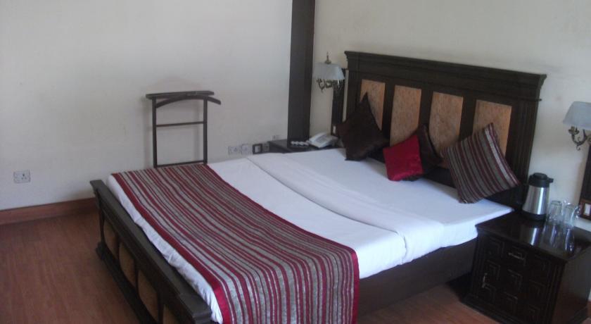 Deluxe Rooms in Hotel Allahabad Regency
