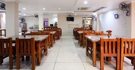 Dining in Hotel Anand Jhansi
