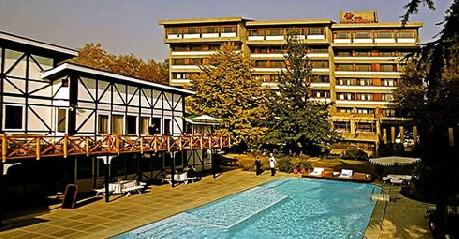 Hotel Broadway In Srinagar