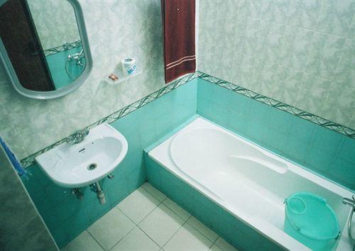 Bathroom in Hotel Buddha, Varanasi