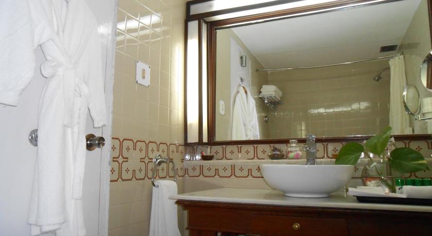 Bathroom in Hotel Clarks, Varanasi