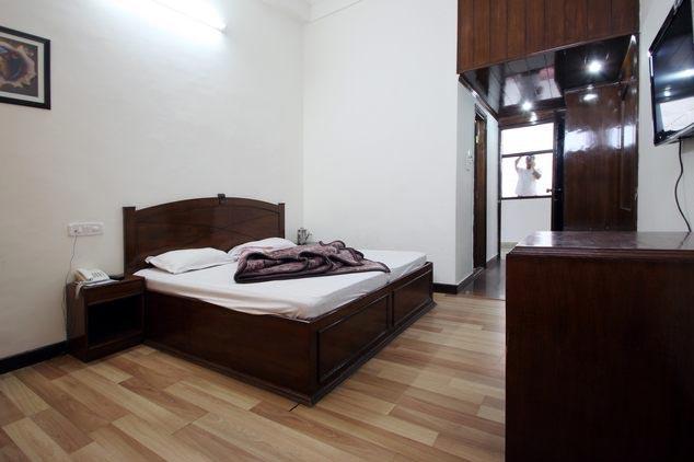 Deluxe-Room-in-Hotel-Comfort-Inn-Dalhousie