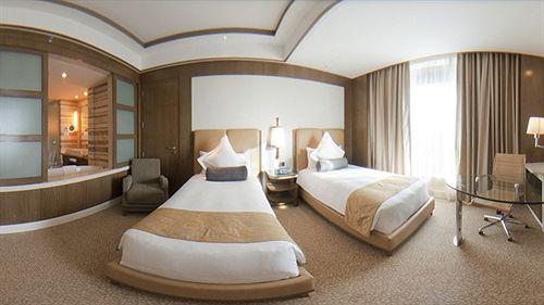 Deluxe Rooms in Hotel Crowne Plaza Okhla New Delhi