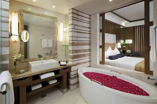Hot Tub in Hotel Crowne Plaza Okhla New Delhi