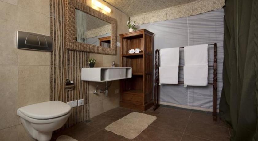 Bathroom in Hotel Fern Creek