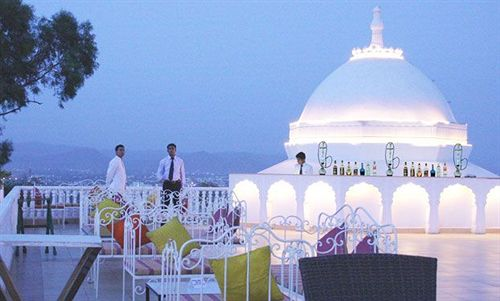 Udaipur Hotels 3 Star Hilltop Palace ...