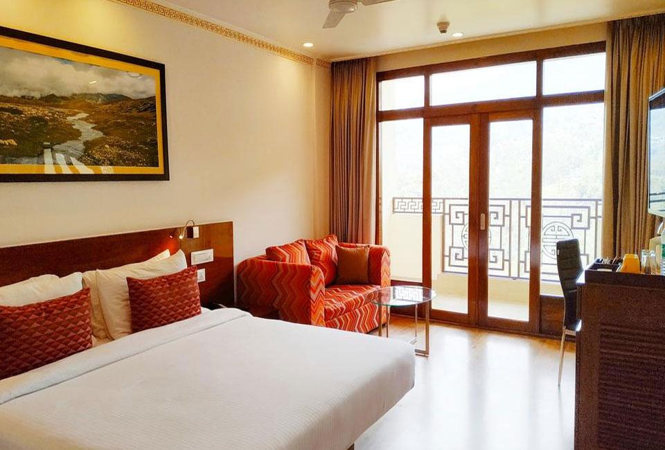 lemon-tree-hotel-gangtok-luxury-room