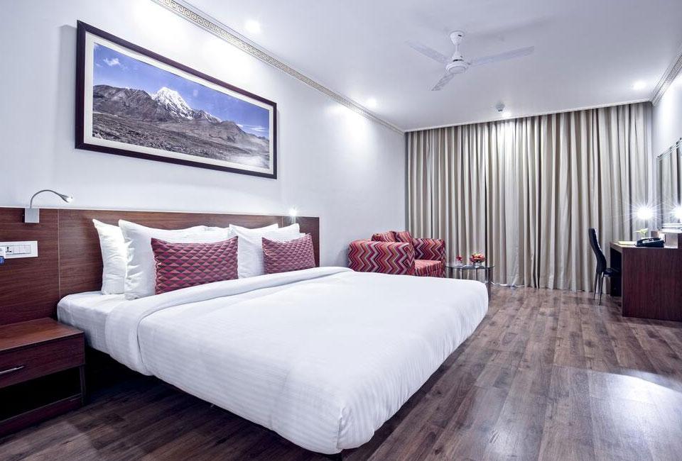 lemon-tree-hotel-gangtok-bed-room