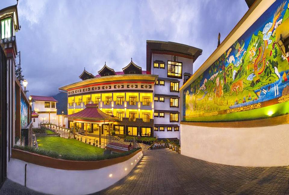 lemon-tree-hotel-gangtok-front
