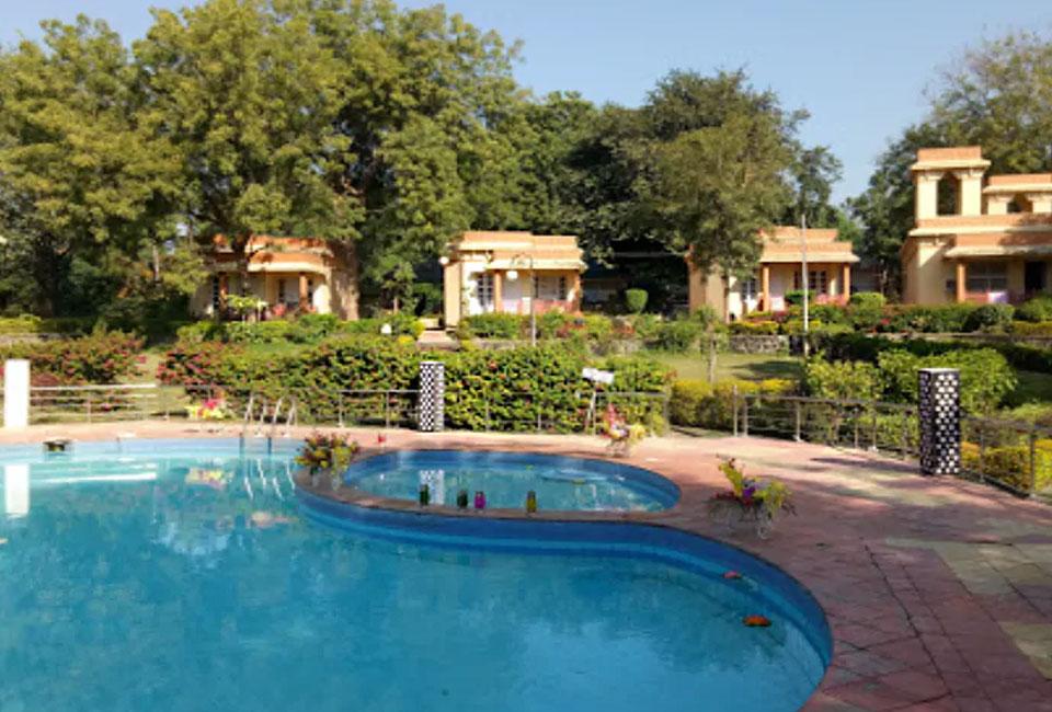 narmada-resort-maheshwar-swim-pool