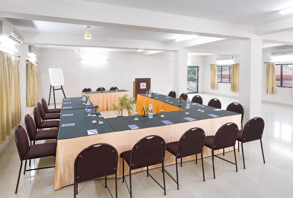 peerless-resort-mukutmanipur-meeting-room