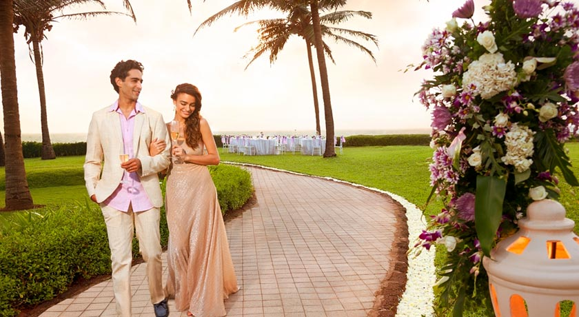 honeymoon-couple-Table-in-Taj-Exotica-Goa