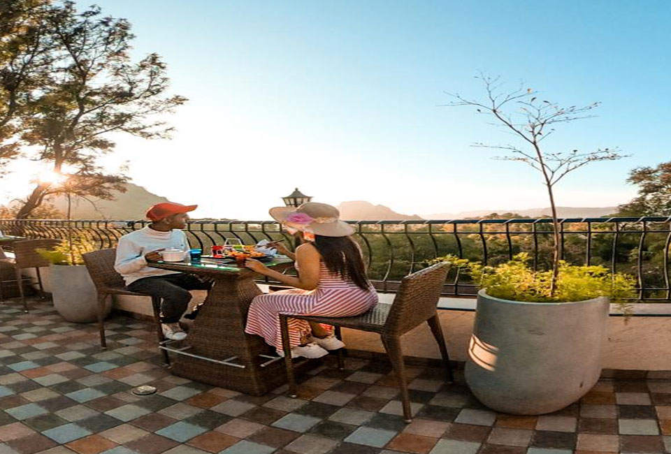 the-summer-house-pachmarhi-couple-view
