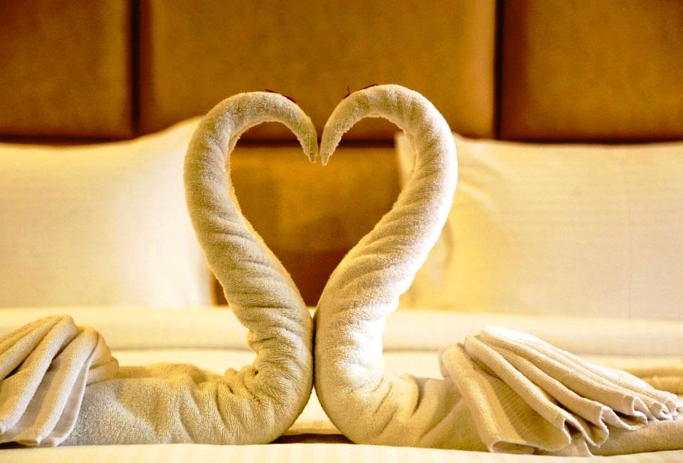 vijan-mahal-Jabalpur-towel-heart