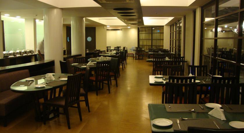 Dining in Whispering Palms Beach Resort